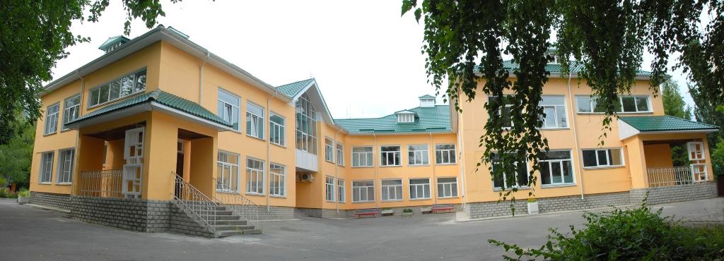 Внешний вид основного здания детского сада № 53